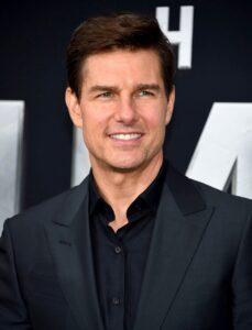 Elisabeth Moss Laughs Off Tom Cruise Dating Rumor 3